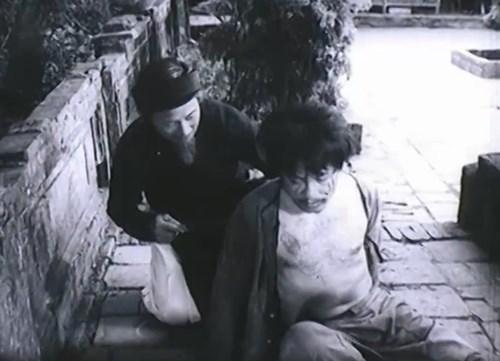phan tich nhan vat ba kien trong truyen ngan chi pheo - Phân tích nhân vật Bá Kiến trong truyện ngắn Chí Phèo